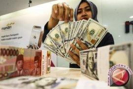 Rupiah diprediksi melemah seiring pemangkasan proyeksi  IMF