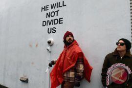 Proyek anti-Trump Shia LaBeouf bergerak ke Liverpool
