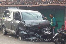 Sopir minibus tewas akibat bertabrakan dengan pickup