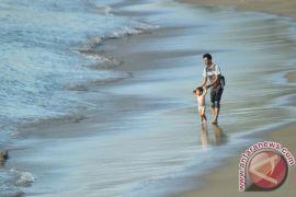 Dua monumen di Pantai Padang favorit wisatawan