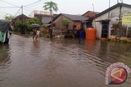 Banjir sebabkan satu jembatan putus dan tujuh rumah hanyut di Lahat
