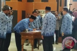 Bupati Rusman Ali Bagikan DPA SKPD 2017