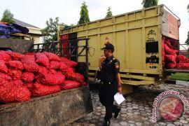 Polisi Riau sita 1,35 ton bawang ilegal Malaysia