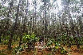 Remaja Minati Wisata Alam Pasir Langlang Purwakarta