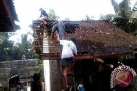 Belasan Rumah Warga Jembrana Rusak Diterjang Angin