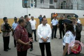 Menteri Perhubungan Tinjau Pelabuhan Saumlaki