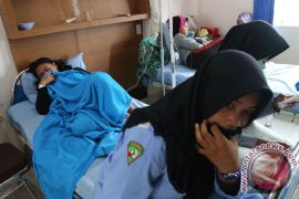 Puluhan pelajar SD Sambas keracunan usai santap es krim