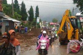 BPBD: Jalur Denpasar-Singaraja Terganggu Tanah Longsor