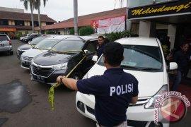 Polrestro Jaktim ringkus penggelap 44 mobil rental