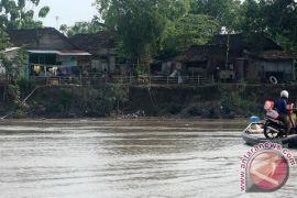 Air sempat tinggi, Bengawan Solo siaga banjir