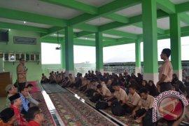 Fadly Nurzal: Narkoba Cara Biadab Hancurkan Bangsa