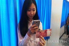 Mahasiswa UK Petra Ciptakan Pendeteksi Uang Melalui Telepon Pintar (Video)