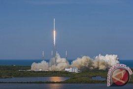 Roket SpaceX Meluncur Dari Landasan Bersejarah NASA