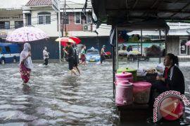 Dinsos DKI distribusikan bantuan untuk korban banjir