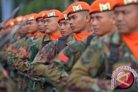 Personel Korps Pasukan Khas TNI AU Tangkap Pembakar Lahan