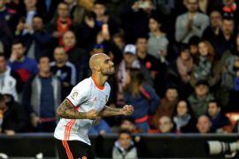 Valencia gebuk Sevilla 4-0 untuk bertahan di posisi dua