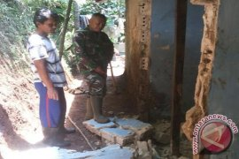 Lagi, longsor rusak empat rumah di Cisarua Sukabumi