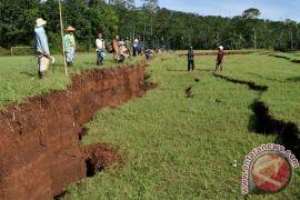 Hunian TNI AD rusak akibat pergerakan tanah