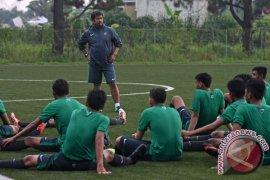 Pelatih Indra Sjafri berangkat ke Spanyol