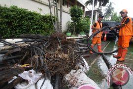 Anies Baswedan bilang banjir juga karena pemasangan kabel serat optik