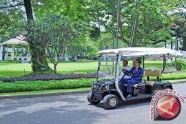 Begini Gaya Jokowi Kendarai Golf Car Bersama Presiden Sri Lanka