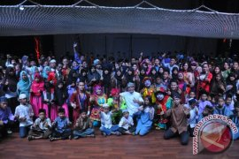 Gubernur ajak 700 anak yatim nonton sirkus