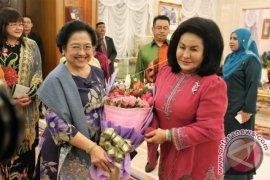 Megawati dan Puan Maharani Tiba di Kuala Lumpur