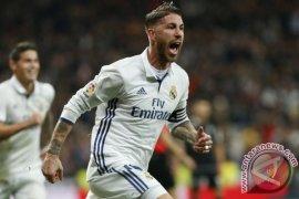 Sergio Ramos menolak disalahkan terkait cedera Salah