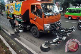 Bekasi tambah truk penyapu jalan koridor sampah