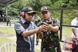 Pejabat Maluku Barat Daya Berlatih Menembak
