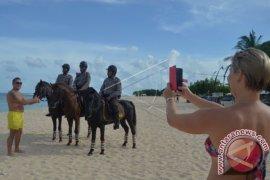 Cedera, wisatawan Arab terjatuh saat berkuda