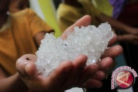 Hujan es kembali landa Kota Bandung