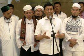 Wiranto janji sampaikan aspirasi demonstran 313 kepada Jokowi