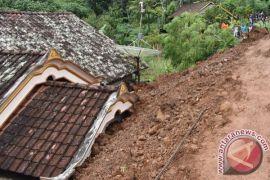 Pangdam: TNI bantu evakuasi korban longsor Ponorogo