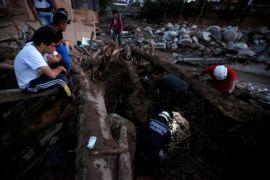 Kolombia bahu membahu cari korban longsor