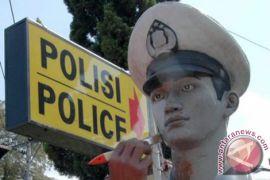 Polisi di Cirebon suguhkan pertunjukan tari bagi pemudik