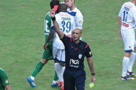 Striker Genoa dihukum lima laga setelah pukul wasit