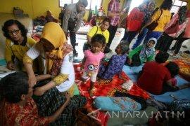 Korban Longsor Lereng Gunung Wilis Mengungsi