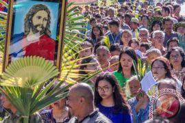 Ribuan umat Katolik di Timika rayakan Minggu Palma