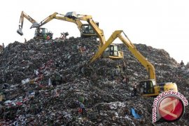 Dinas LHK Karawang diminta jangan asal kerja sama penanganan sampah