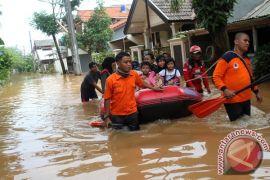 Warga Bekasi diminta waspadai potensi banjir 2017
