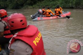 Korban tewas perahu terbalik Gresik enam orang