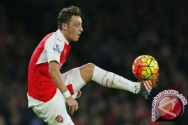 Alexis Sanchez dan Mesut Ozil Sengaja Biarkan Arsenal Terpuruk