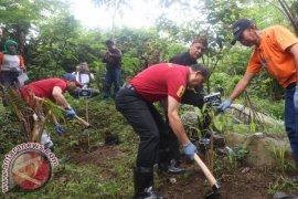 Hulu Sungai Citarum Ditanami 1.000 Bambu Meksiko