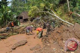 Longsor landa sejumlah wilayah di Ambon
