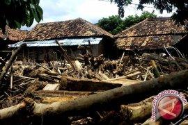 Pengungsi banjir bandang harapkan bantuan sandang