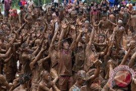 """Ribuan Warga Bali Saksikan """"Jimbafest 2017"""""""