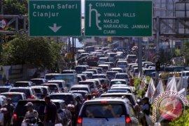 Antrean Kendaraan 10 Kilometer Di Jalur Puncak-Cianjur