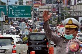 Lalu lintas di Simpang Gadog Bogor mulai padat