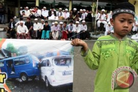Polisi Jabar Dan Bogor Evakuasi Korban Dan Urai Kemacetan Puncak